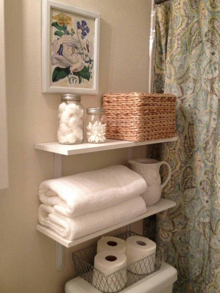 bonita deco estantes baño blancos