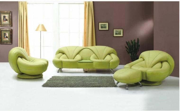 bonito salon marron sillones verdes