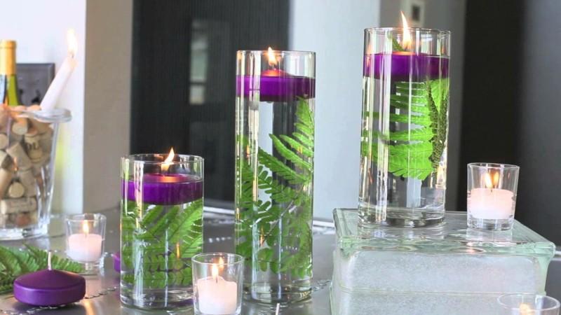 bonitos adornos velas moradas ramas