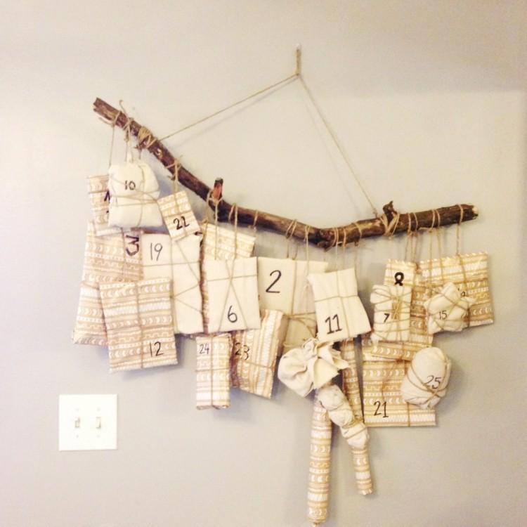 calendario de adviento cuerdas troncos ramas