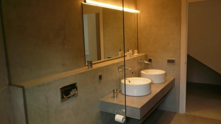 Microcemento ba os con cubiertas frescas y atractivas - Como colocar microcemento ...