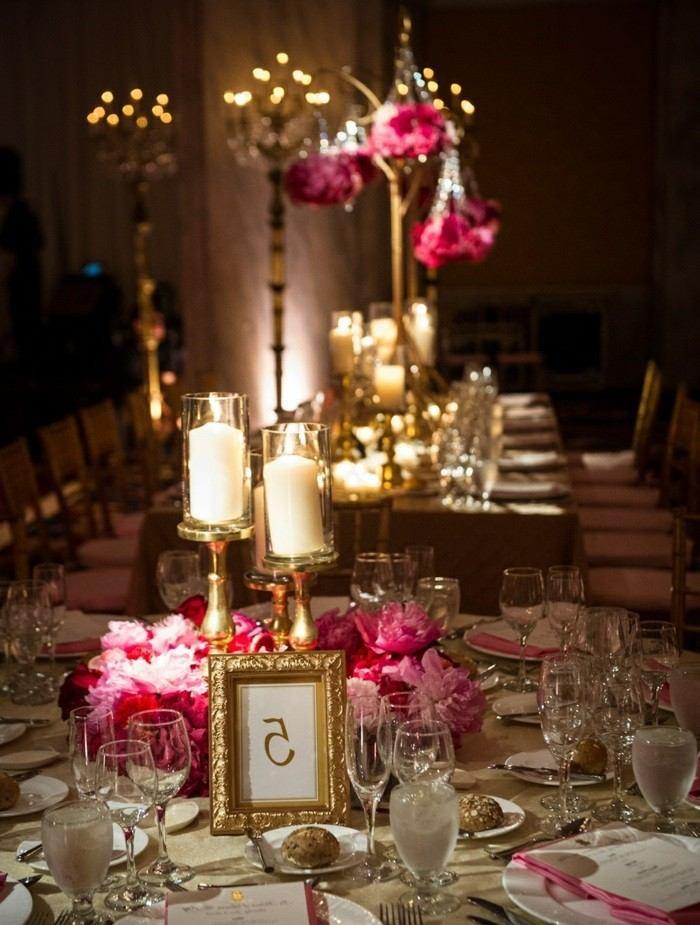 candelabros madera flores rosa mesa boda ideas