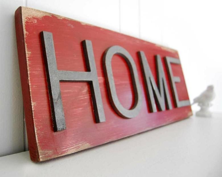 cartel madera casa color rojo