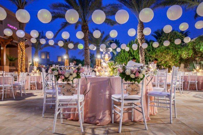 centros mesa bodas candelabros sillas blancas ideas