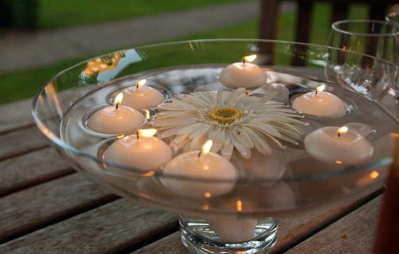 centro mesa margarita velas blancas
