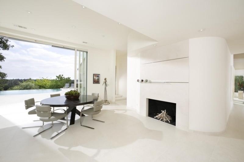 Chimenea de dise o moderno en la sala de estar - Chimeneas minimalistas ...