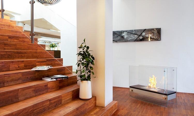 chimeneas modernas decoracion escalera madera suelo
