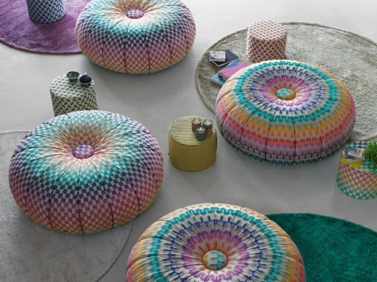 colorido bolas sillas informal velas estilo
