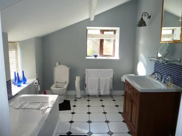 Ba os de color los tonos ideales para el cuarto de ba o for Banos pintados en gris