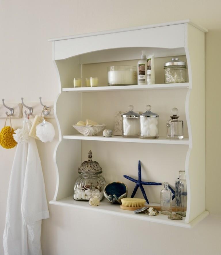 Estantes Metalicos Para Baño:Baño de mármol con estanterías de madera