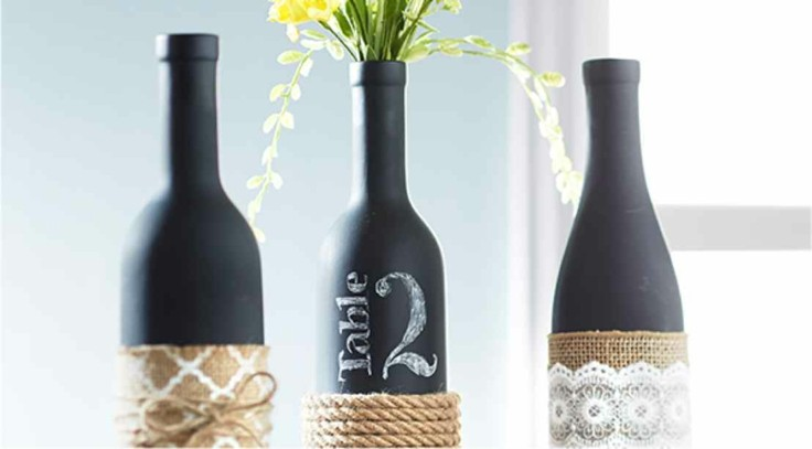 decorar mesa botellas negras