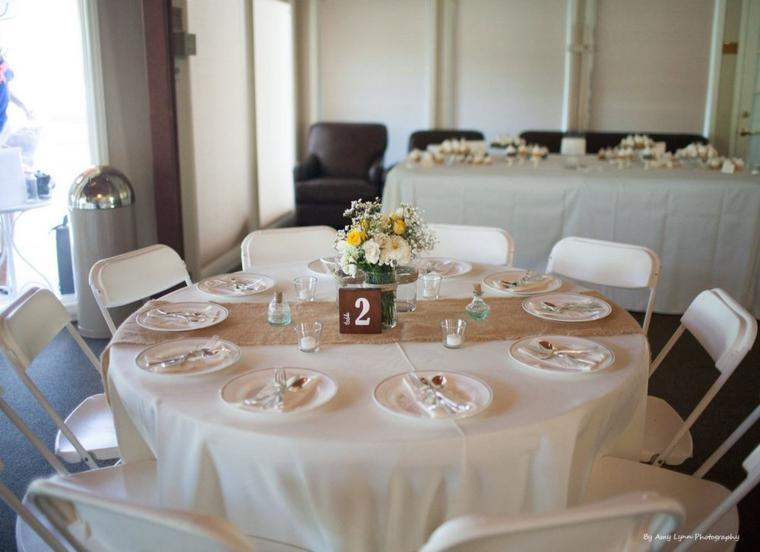 Arpillera para decorar la mesa 50 manteles r sticos for Caminos para mesas redondas