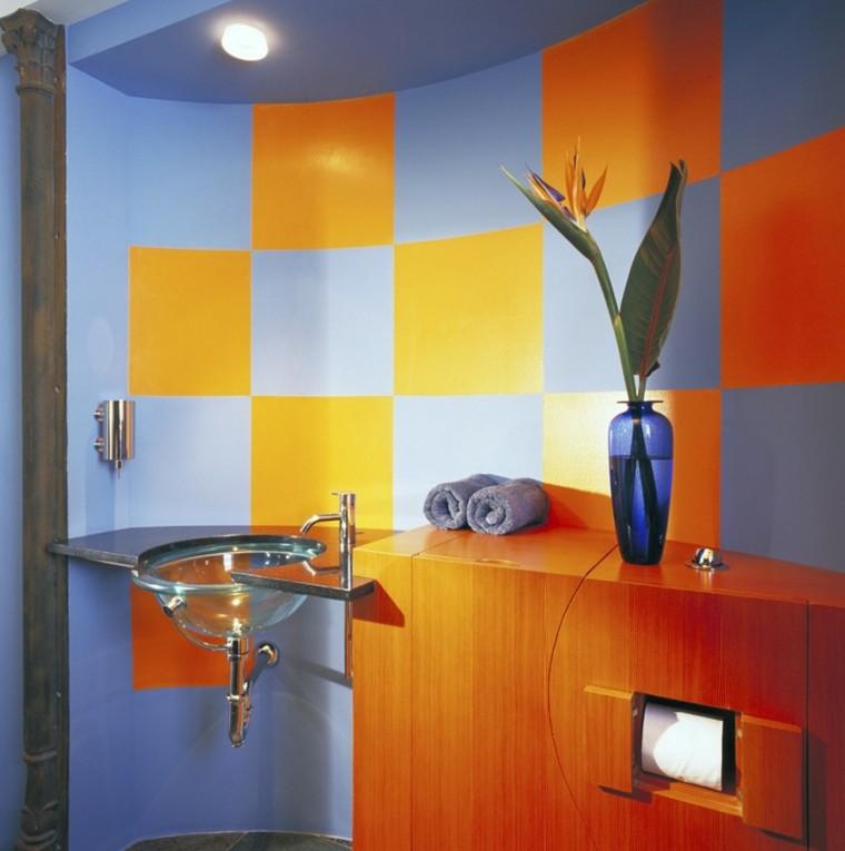decoracion baño losas azul naranja llamativo ideas