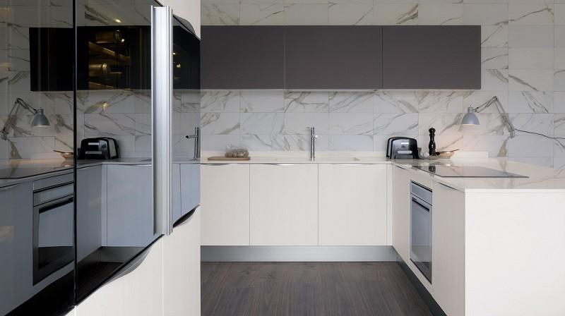 decoracion cocina muebles negros pared granito ideas