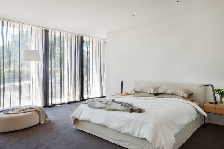 ideas modernas dormitorio cortinas negras otomana