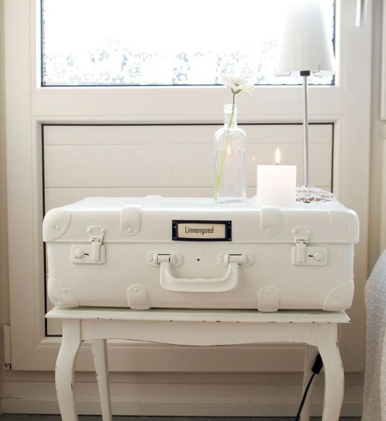 decoración vintage mesa maleta blanca ideas