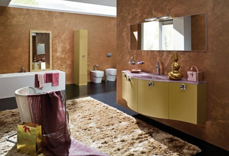 decorar baños mesa dorados sillas