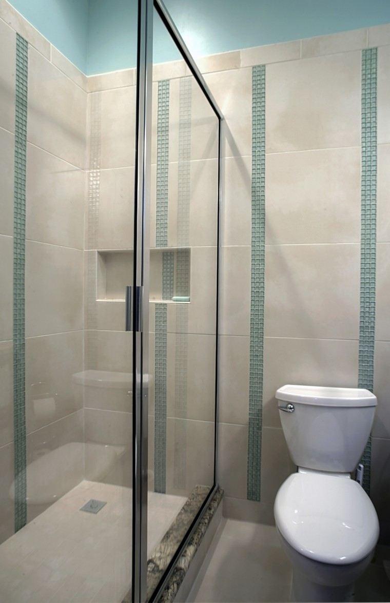 diseño baño azulejos turquesa