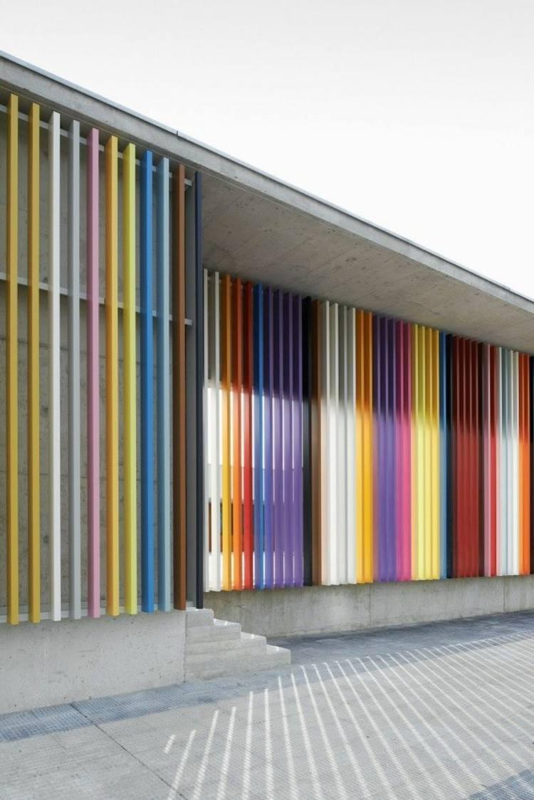 diseño fachada listones muchos colores
