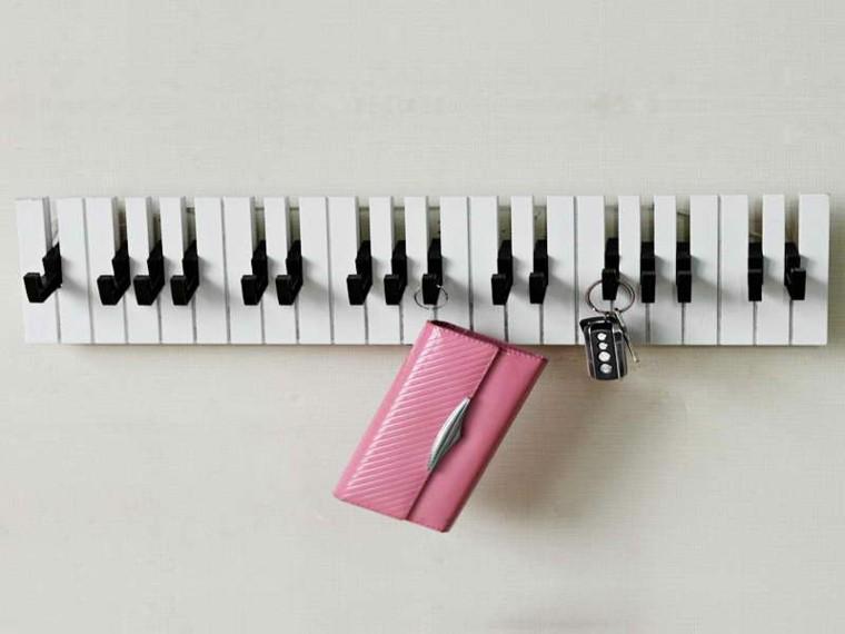 diseño perchero forma teclado piano