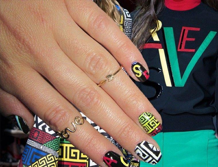 diseño de uñas inspiradas pasarela versace ideas