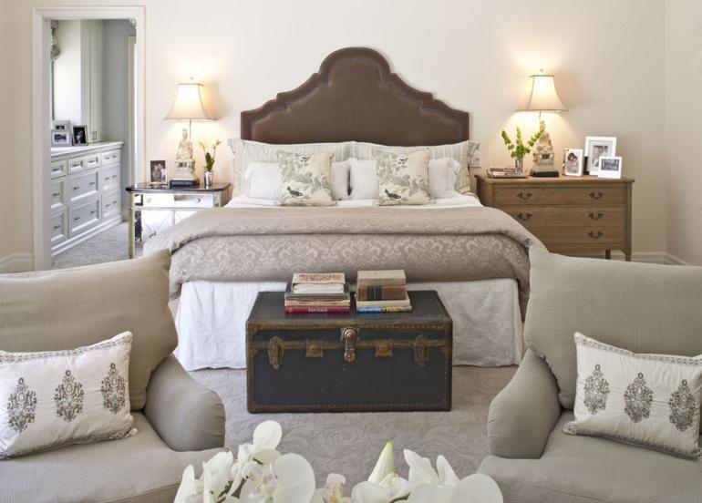dormitorio lujoso baul vintage