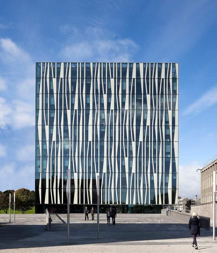 Fachadas modernas para todos los gustos y estilos for Fachadas de edificios modernos