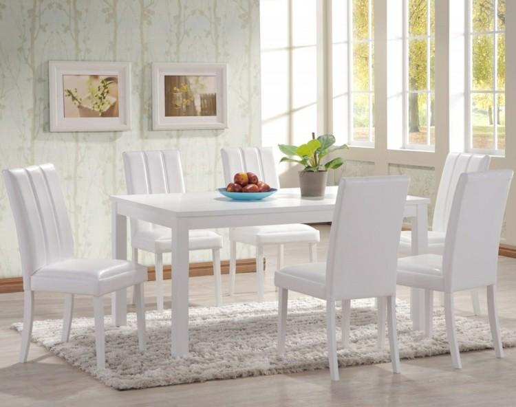 espacio en blanco sillas ventanas flores