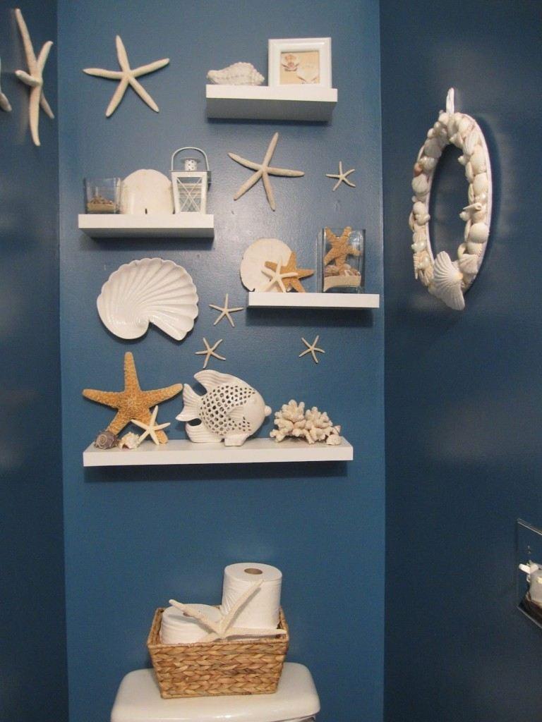 estantes blancos aseo azul