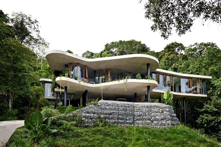estupenda fachada casa terrazas