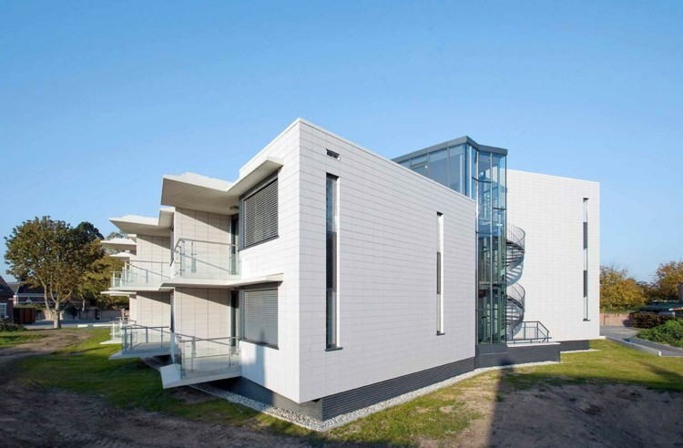 fachada edificio color blanco