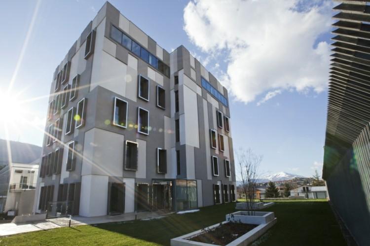 fachadas diseño moderno color gris