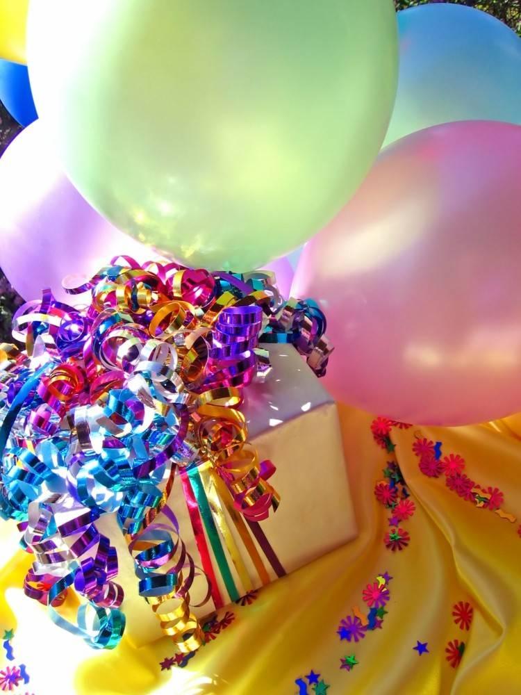 globos de cumpleaños colores guirnaldas amarillo