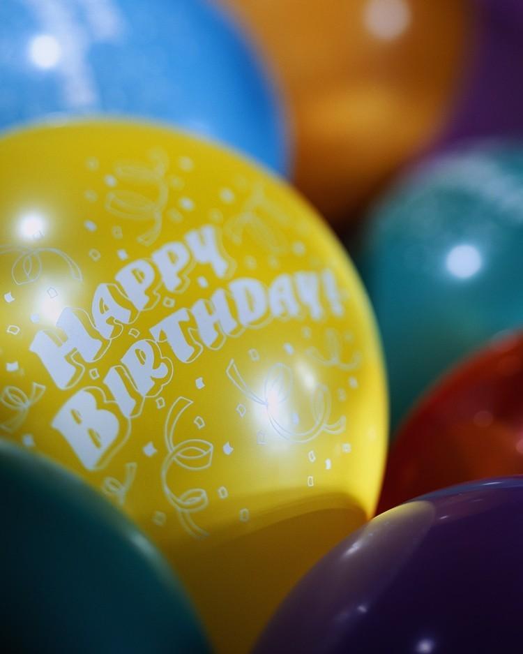globos de cumpleaños personalizados colores