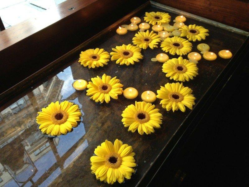 gran fuente velas amarillas