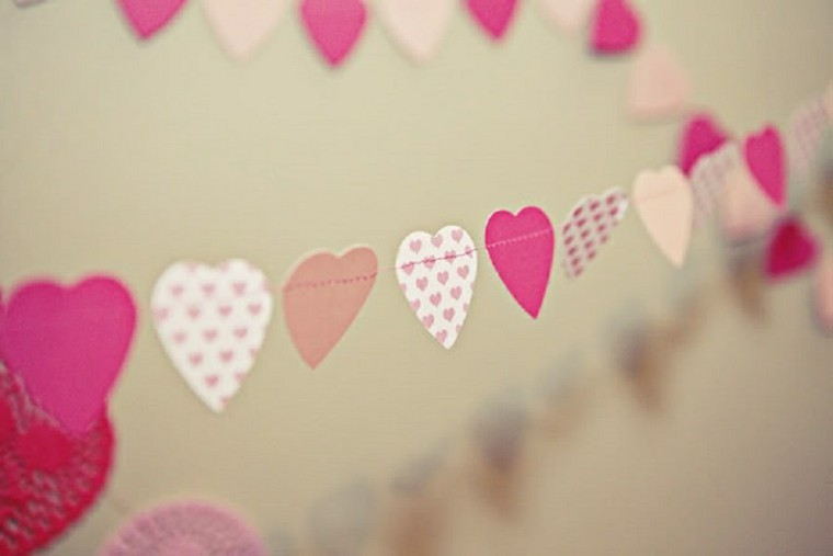 guirnaldas corazones color rosa