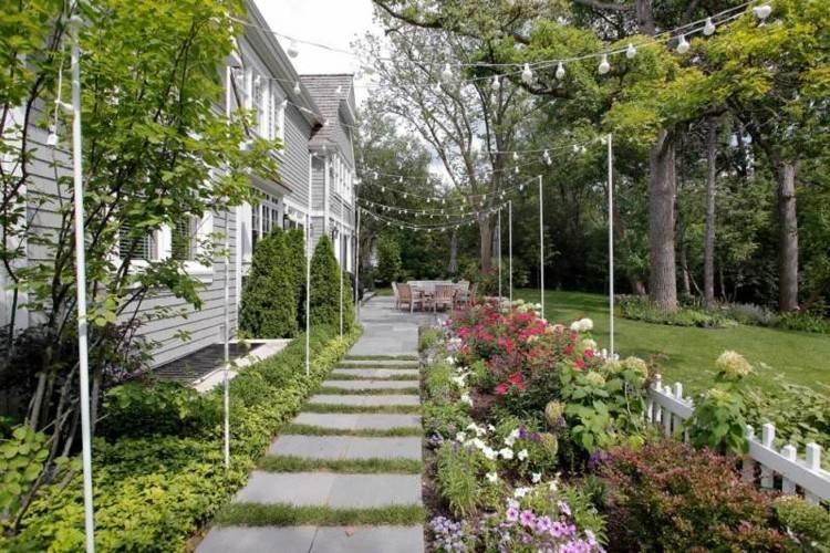 iluminacion jardines sendero hormigon plnatas