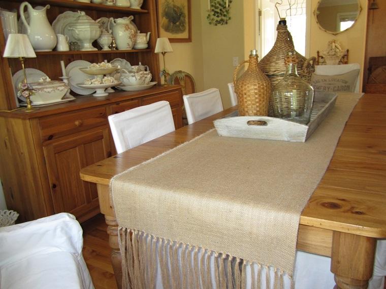 mesa madera camino cojin arpillera ideas