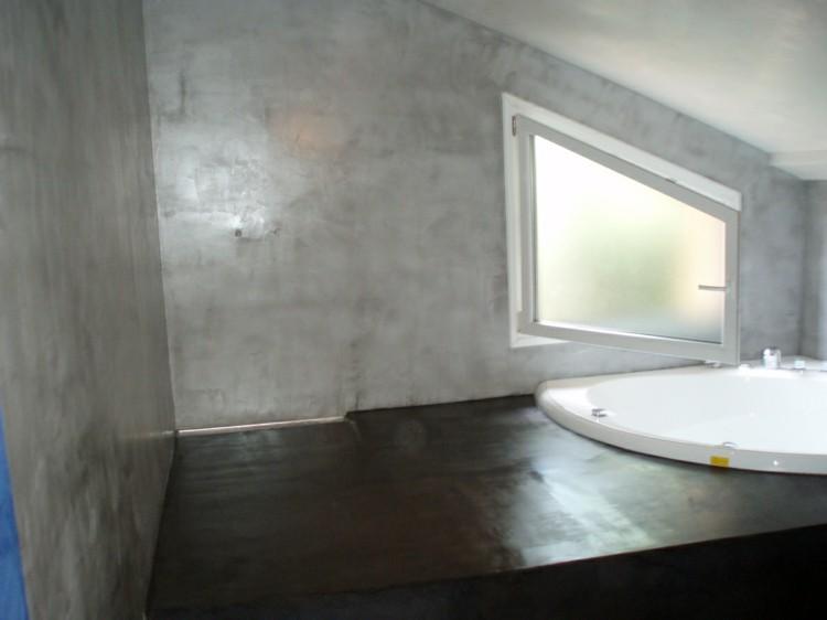 microcemento baños decorado marrones blancos