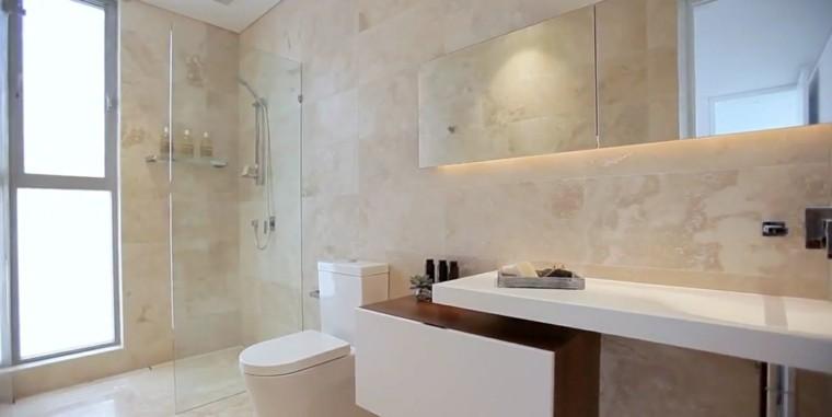 Ba os modernos con ducha 50 dise os impresionantes - Banos con marmol travertino ...