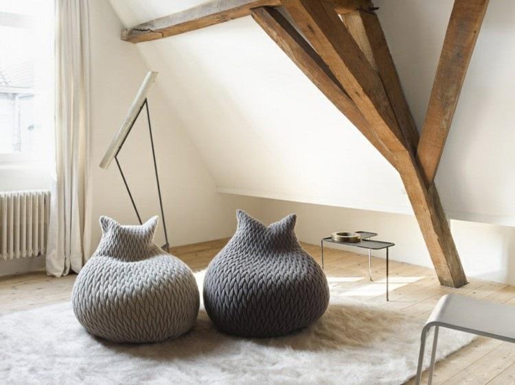 Muebles modernos salon y asientos de diseño diferente.
