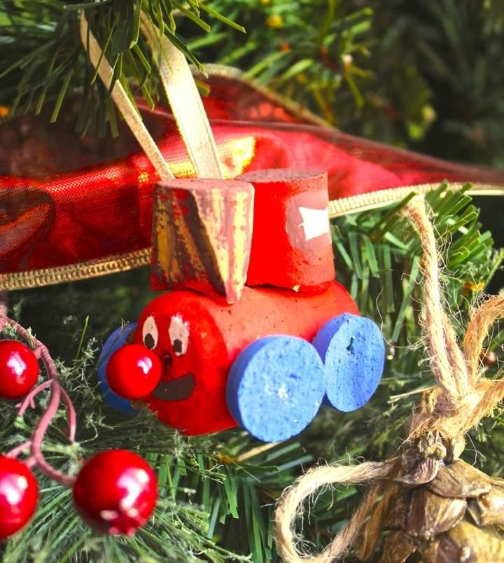 manualidades de navidad para niños original adorno tapones corcho
