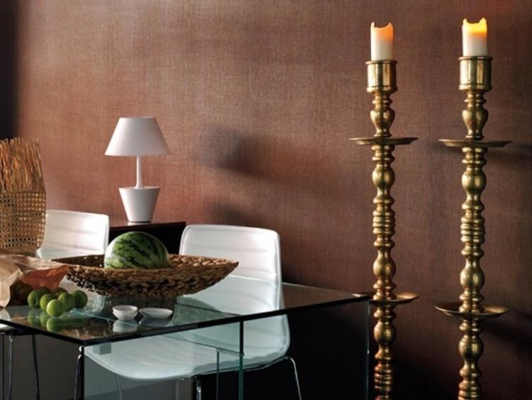 papel de pared diseño muebles candelabros velas