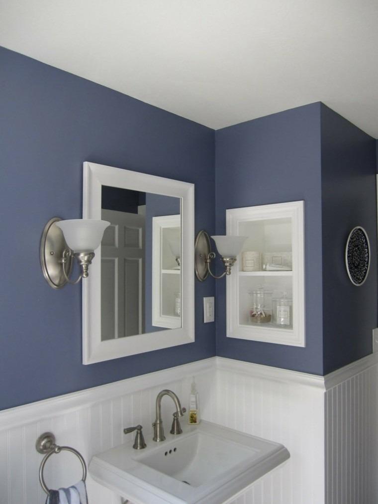 paredes azules violeta baño retro
