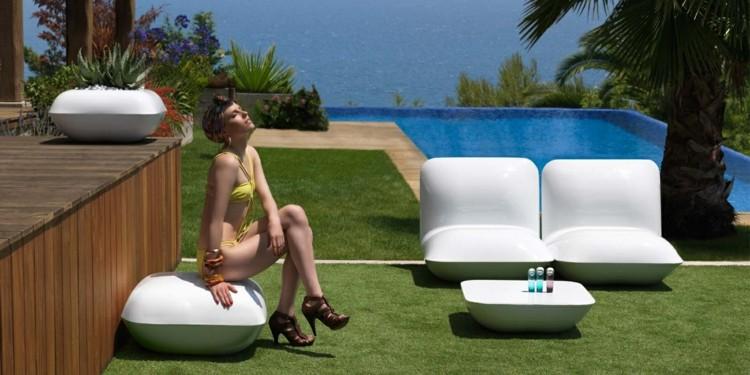 piscina alfombra sillas informal exteriores