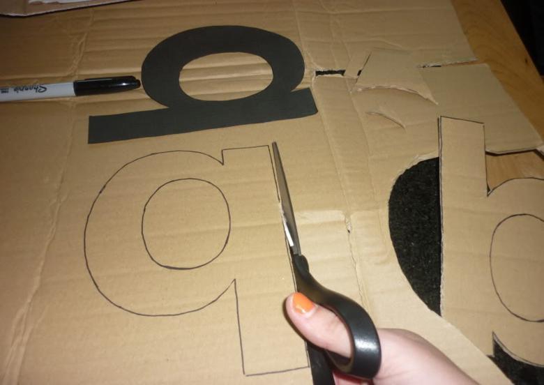 recortar letras grandes cartón