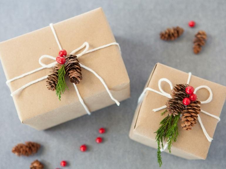 regalos envueltos piñas pino navidades