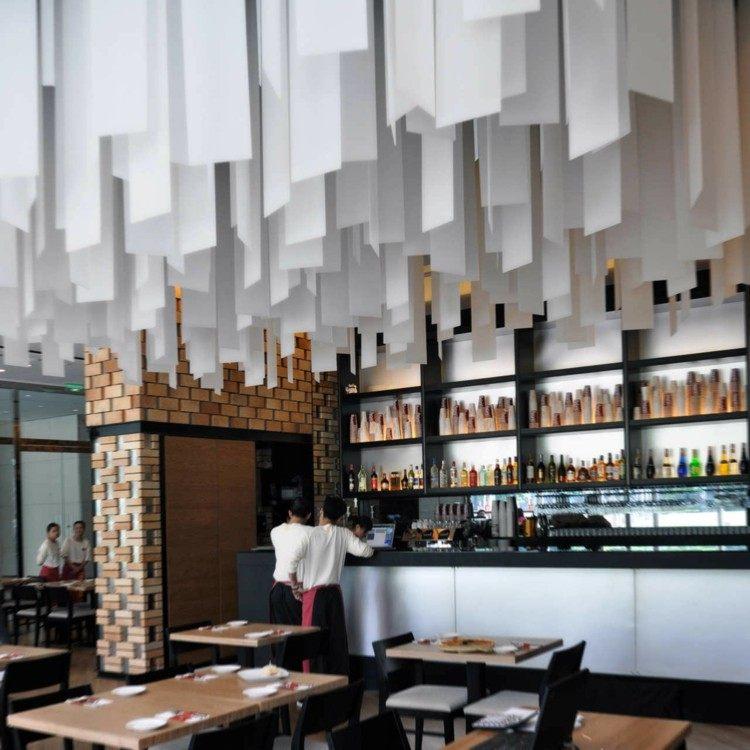 restaurantes techos blanco cueros mesas