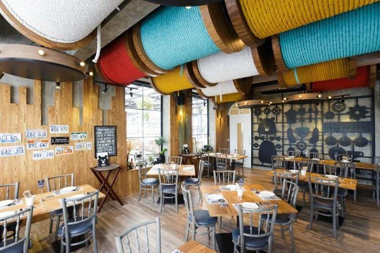 restaurantes techos escaleras maderas colores