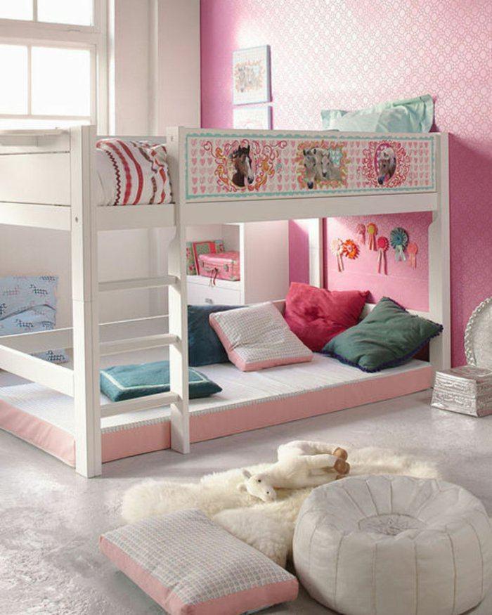 rosa detalles cojines puff juguetes luces